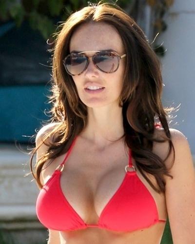 22.ago.2014 - Tamara Ecclestone exibiu seios perfeitos em fotos divulgadas pelo site Egotastic! A beldade, que foi mãe recentemente, mostrou corpo impecável.