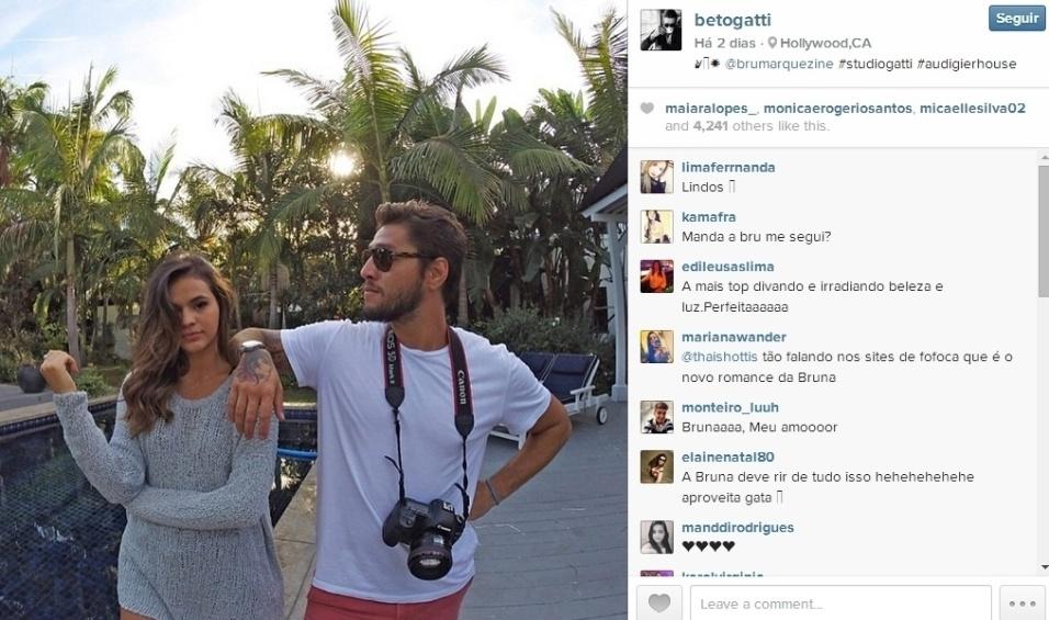 """28.ago.2014 - O fotógrafo Beto Gatti está compartilhando vários momentos ao lado da atriz no Instagram, e os internautas estão adorando a proximidade entre os dois. Separada de Neymar e participando das gravações do longa """"Breaking Through"""", em Los Angeles (EUA), a gata tem sido a companha infalível de Beto"""