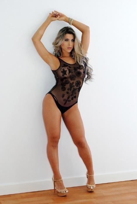 25.set.2014 - Ana Paula Minerato posa para ensaio sexy para a revista de games