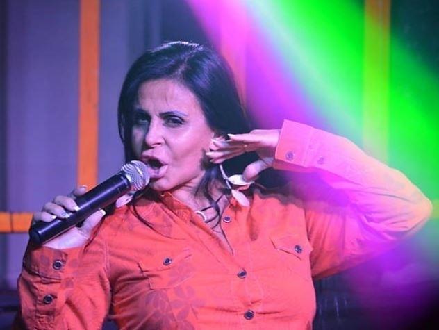 3.out.2014 - Gretchen está de volta aos palcos. Em Recife, cantou