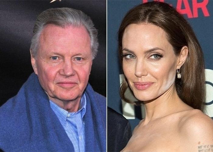 Na imagem, o ator norte-americano Jon Voight e a filha famosa, Angelina Jolie. De quem será que a atriz herdou os olhos claros e os lábios grossos? A imagem a seguir é impressionante!
