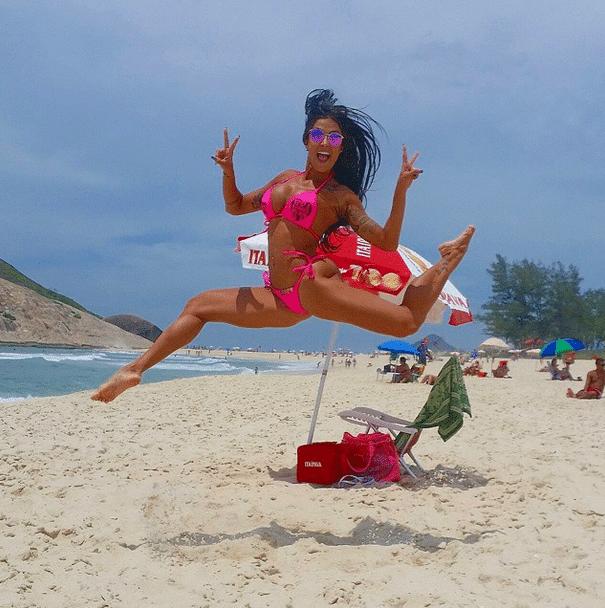 10.dez.2014 - Aline Riscado, ex-bailarina do