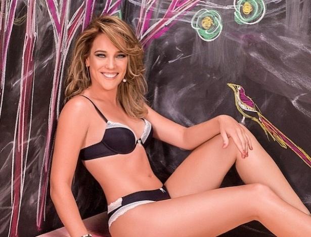 19.jan.2015 - Em ensaio para uma marca de lingerie, Adriana Birolli mostrou que está com o corpo em forma. As imagens foram postadas pela atriz em sua conta no Instagram.