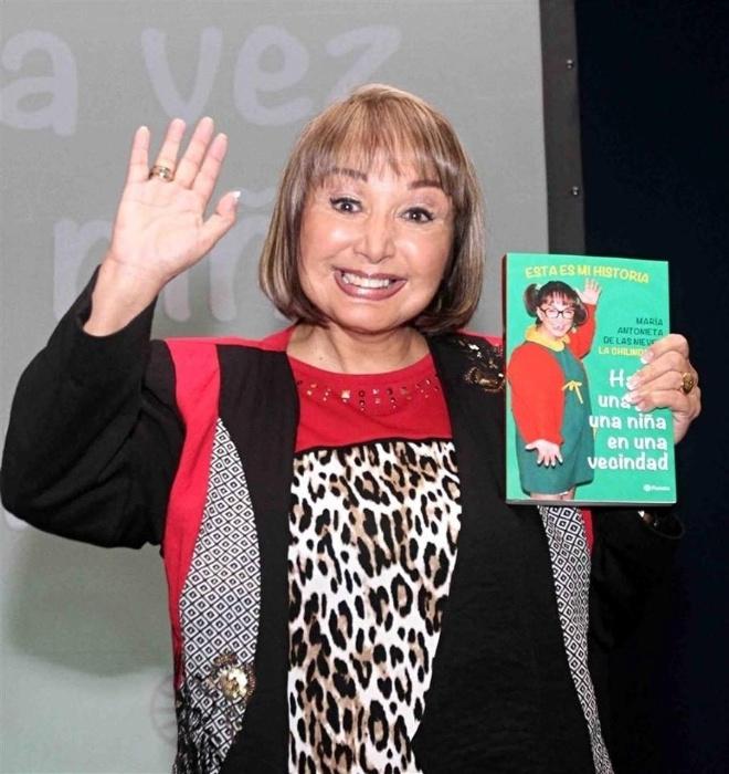19.mar.2015 -  Fãs que acompanharam o lançamento da biografia da atriz Maria Antonieta de las Nieves, a Chiquinha, afirmaram que ela teria feito uso de botox. aumentando as bochechas