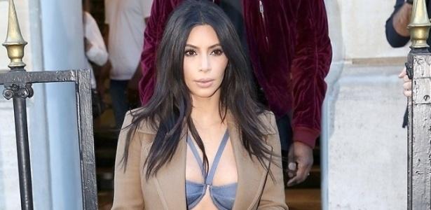 Ativistas contra uso de pele invadem lançamento de livro de Kim Kardashian