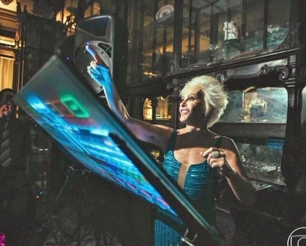 28.abr.2015 - Ana Maria Braga, que até brincou de ser DJ na festa, contou que o evento foi bastante animado