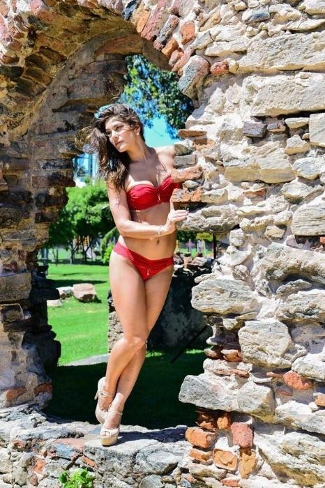 18.mai.2015 - Em ensaio de lingerie, Priscila Fantin mostra que está com tudo em cima. A atriz, que é mãe de Romeo, de 3 anos, foi clicada no Parque Ecológico Engenhoca, na cidade histórica Aquiráz, no Ceará
