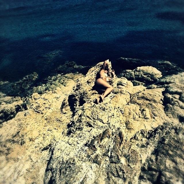 19.mai.2015 - Cleo Pires aparece exibindo suas curvas em foto postada no Instagram por sua empresária, Piny Montoro. A atriz está em Mykonos, na Grécia