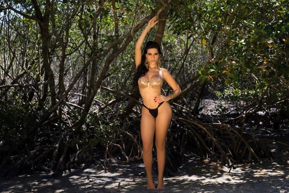 15.fev.2016 - A modelo Letícia Matarazzo posou de biquíni para um ensaio sensual antes de disputar o concurso