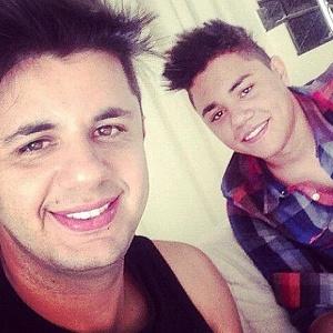 A pedido do pai, irmão de Cristiano Araújo se lança na música sertaneja