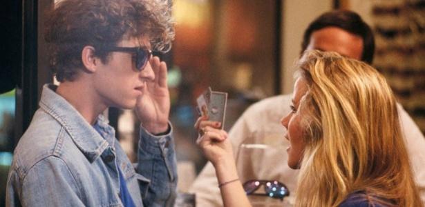 No clássico filme dos anos 1980, o personagem de Patrick Dempsey alugava uma namorada para deixar de ser considerado um nerd no ambiente escolar. Amanda vivia a tal garota
