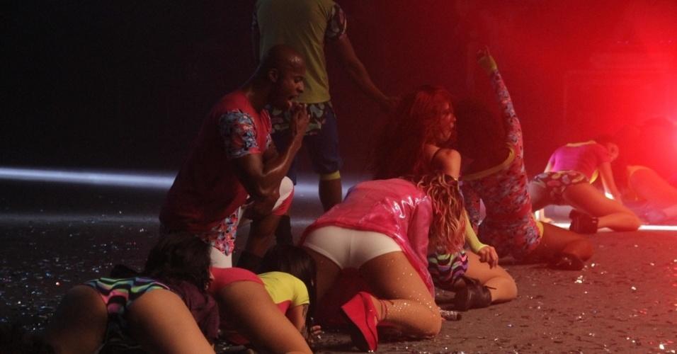 12.set.2015 - A cantora Valesca Popozuda abusou da sensualidade e ousadia durante as coreografias do show no Barra Music, na Barra da Tijuca, no Rio de Janeiro