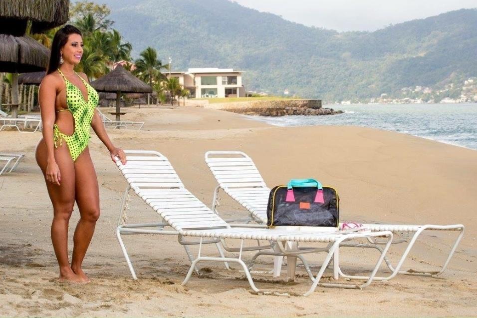 15.dez.2015 - A nova Musa do Brasil mostrou porque ganhou o concurso em ensaio à beira da praia