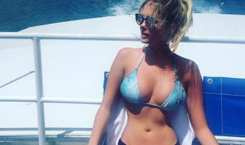 6.jan.2016 - Bárbara Evans está aproveitando o verão enquanto os fãs se derretem e não economizam elogios nas fotos que a beldade posta no Instagram.