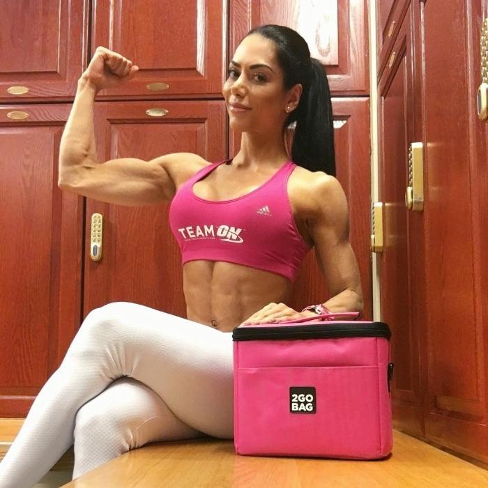 2.dez.2016 - Além de mostrar sua ótima forma, Graciella Carvalho usa sua conta no Instagram para posts patrocinados e a preparação para eventos fitness