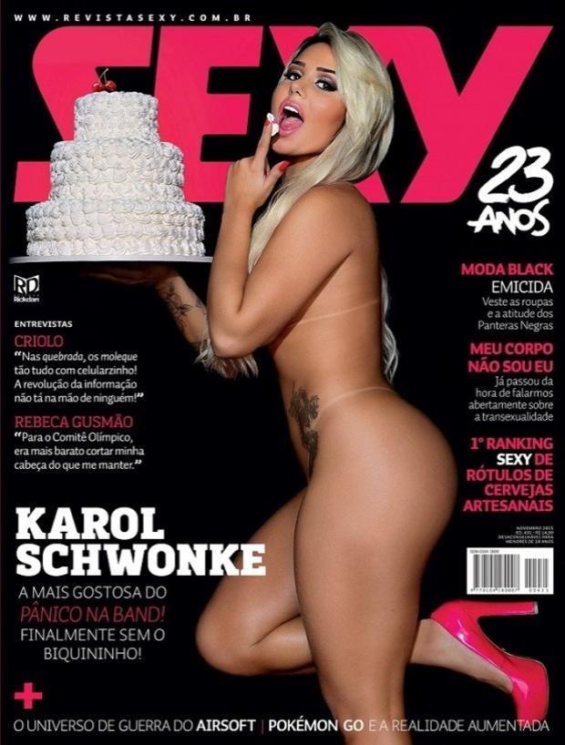 21.out.2015 - No ensaio para a edição de aniversário de 23 anos da revista Sexy, a panicat Karol Schwonke se lambuzou com um bolo