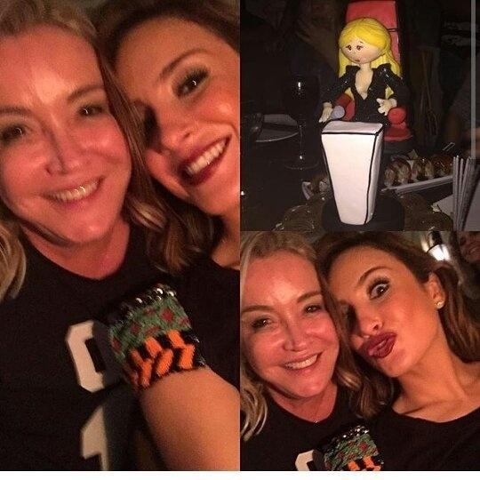 10.jul.2015 - A cantora Claudia Leitte comemorou seus 35 anos, completados nesta sexta-feira, ao lado de amigos e familiares. A confraternização aconteceu em um restaurante em Salvador na noite de quinta-feira (9).