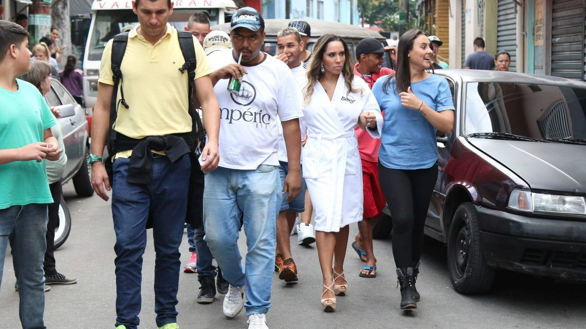 5.mai.2016 - Capa da Sexy de junho, a modelo Mulher Melão recorre ao hit do funkeiro MC João para explicar seu ensaio na comunidade de Heliópolis, na zona sul de São Paulo.