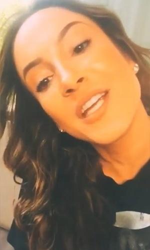 """30.jun.2015 - Claudia Leitte postou um vídeo no Instagram no qual aparece com os cabelos mais escuros. Além do novo visual """"quase morena"""", a diva do axé está com as madeixas mais onduladas. Nos comentários do vídeo, teve fã que comparou a artista com a também cantora Ivete Sangalo: """"Desculpa, Claudia, mas você com esse novo visual está a cara da Ivete...Ficou legal"""", escreveu"""