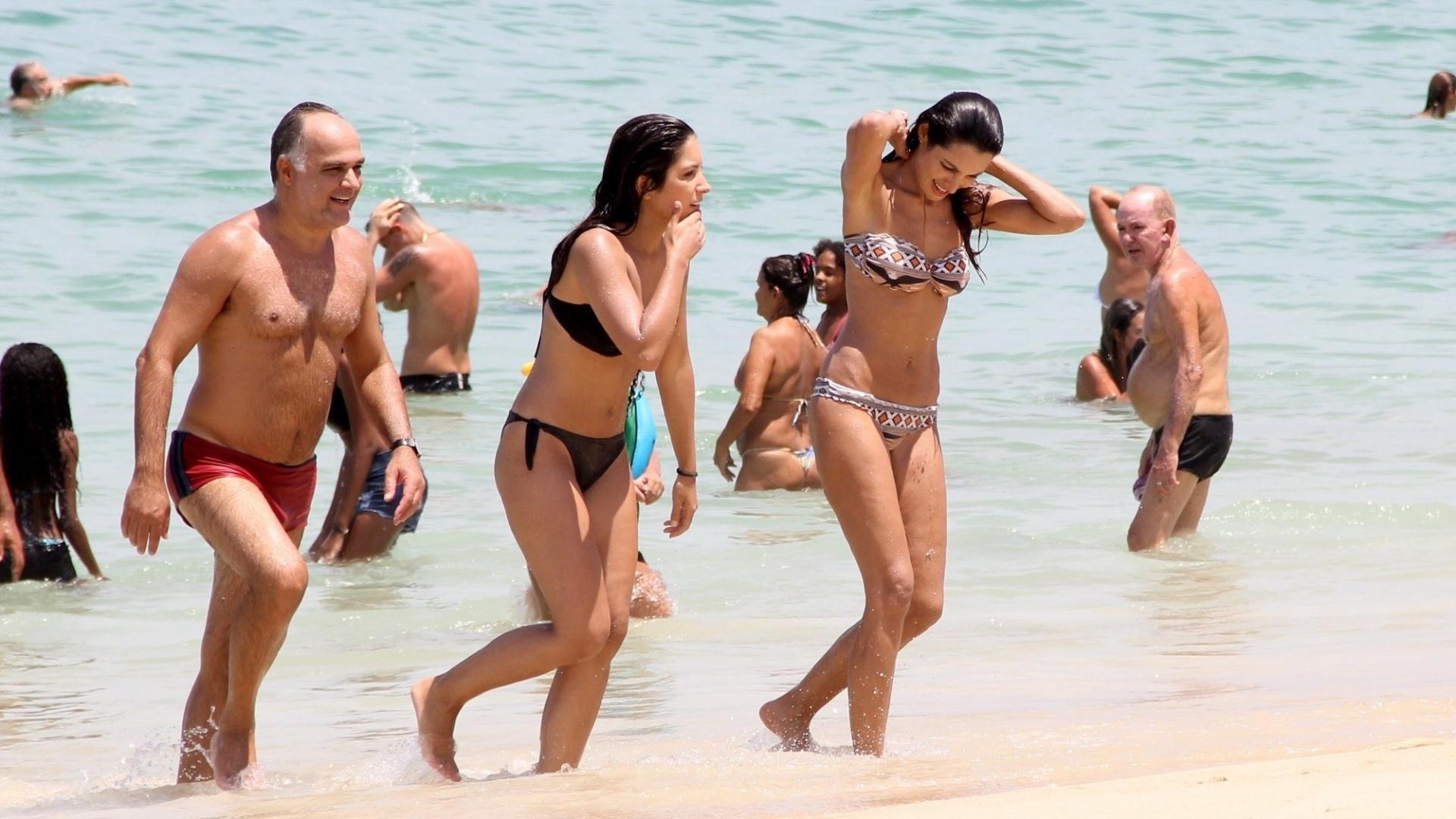 29.fev.2016 - A jornalista Patrícia Poeta foi clicada de biquíni na praia da Barra da Tijuca, no Rio de Janeiro, após polêmica na internet sobre a forma da apresentadora do