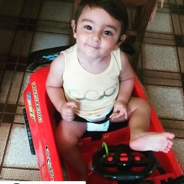 """24.mar.2016 - """"Anjo"""", comentou Luciano Szafir ao postar uma foto do irmão caçula de Sasha no Instagram. O bebê é Mikael, de quase 1 aninho. Fofo, não?"""