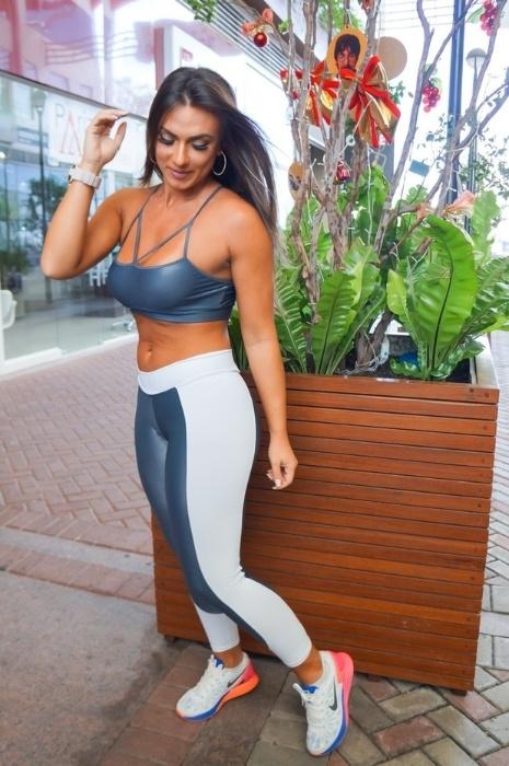 7.dez.2015 - Nicole Bahls posa para fotos no lançamento de coleção de uma grife de roupas fitness, em São Paulo