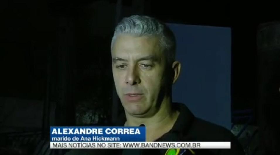 """22.mai.2016 - Alexandre Correa, marido de Ana Hickmann, criticou a segurança do hotel onde a apresentadora estava hospedada, em Belo Horizonte (MG). Na ocasião, Ana sofreu uma tentativa de homicídio após um homem armado invadir o seu quarto. """"Negligente, omissa e permissiva. Brincaram com a segurança da Ana, mas não só da Ana, como a de todos os hóspedes"""", declarou o marido da apresentadora em entrevista à Band."""