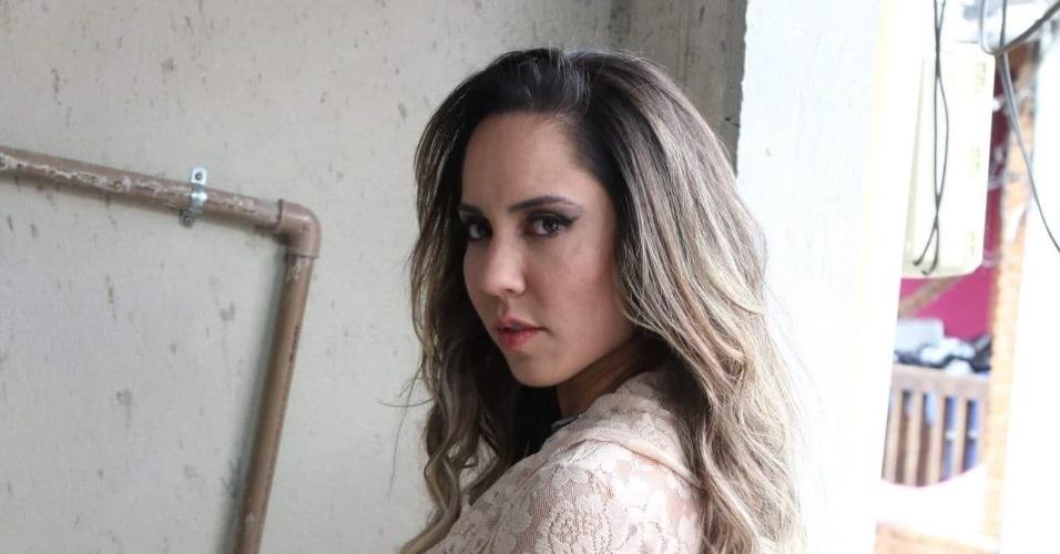 5.mai.2016 - Mulher Melãosensualiza durante ensaio para a Sexy na comunidade de Heliópolis