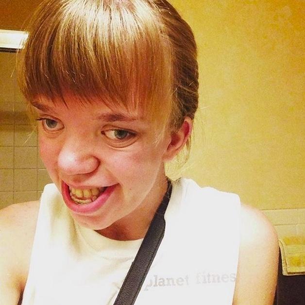 3.set.2015 - Adepta de selfies e fã do Instagram, a estudante norte-americana ficou conhecida na web por publicar imagens inspiradoras contando um pouco de sua vida. Ela tem mais de 65 mil seguidores na rede social