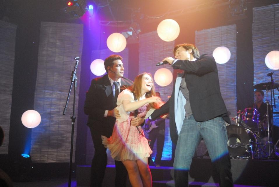 """2010 - Laís (Cecília Dassi) e Léo Ângelo (Frederico Reuter) no episódio """"Porque temos fé"""" da minissérie da Globo """"A Vida Alheia"""""""
