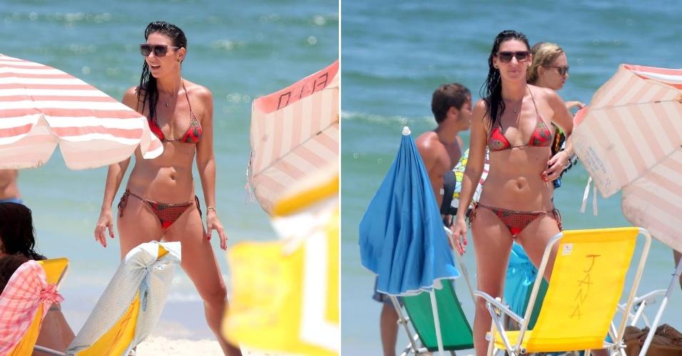 2.fev.2016 - Glenda Kozlowski percebe a presença do fotógrafo em praia no Rio de Janeiro