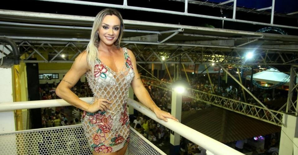 16.out.2016 - Juju Salimeni posa em festa da Unidos da Tijuca