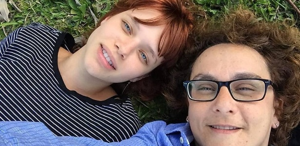 Bruna Linzmeyer ao lado da namorada, a cineasta Kity Féo