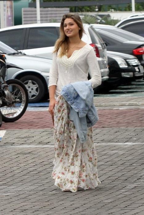 20.jun.2015 - Ela cresceu! Aos 16 anos, Sasha é flagrada chegando ao shopping no Rio de Janeiro e mostra que herdou a beleza dos pais Xuxa e Luciano Szafir