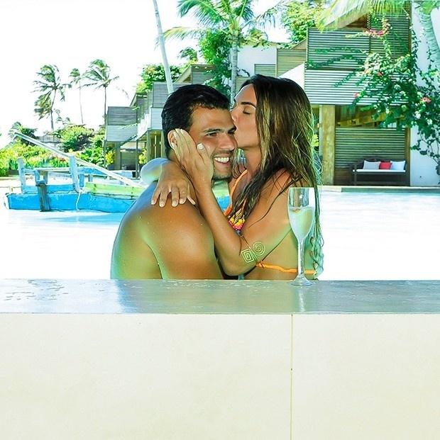 24.mar.2016 - Lindíssima, em ótima forma e apaixonada. Essa é a descrição perfeita para Nicole Bahls durante suas férias ao lado do namorado Marcelo Bimbi, em Jericoacoara, no Ceará.