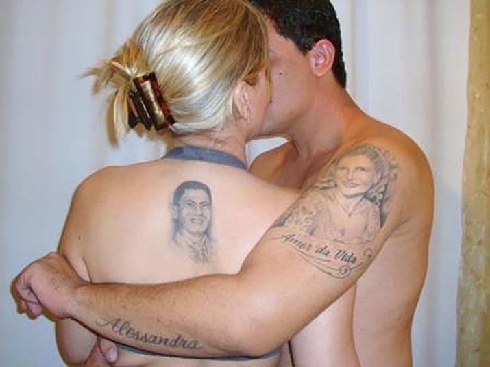 19.mai.2016 - Tom Veiga, intérprete do Louro José, tem o rosto de sua mulher tatuado no braço esquerdo. Já Alessandra tem o rosto do marido tatuado nas costas