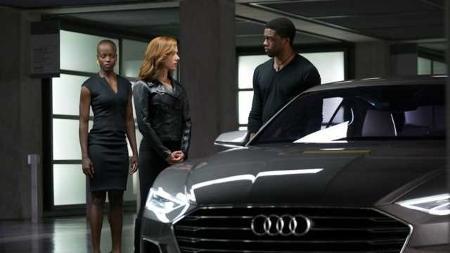 Pantera Negra e Viúva Negra em cena do filme