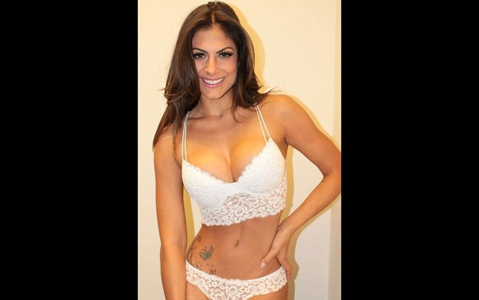 22.abr.2016 - Em entrevista ao EGO, a panicat Mari Gonzalez, que está lançando uma linha de lingerie, revelou qual peça o namorado da gata, o ex-BBB Jonas, gosta de ver ela usando.