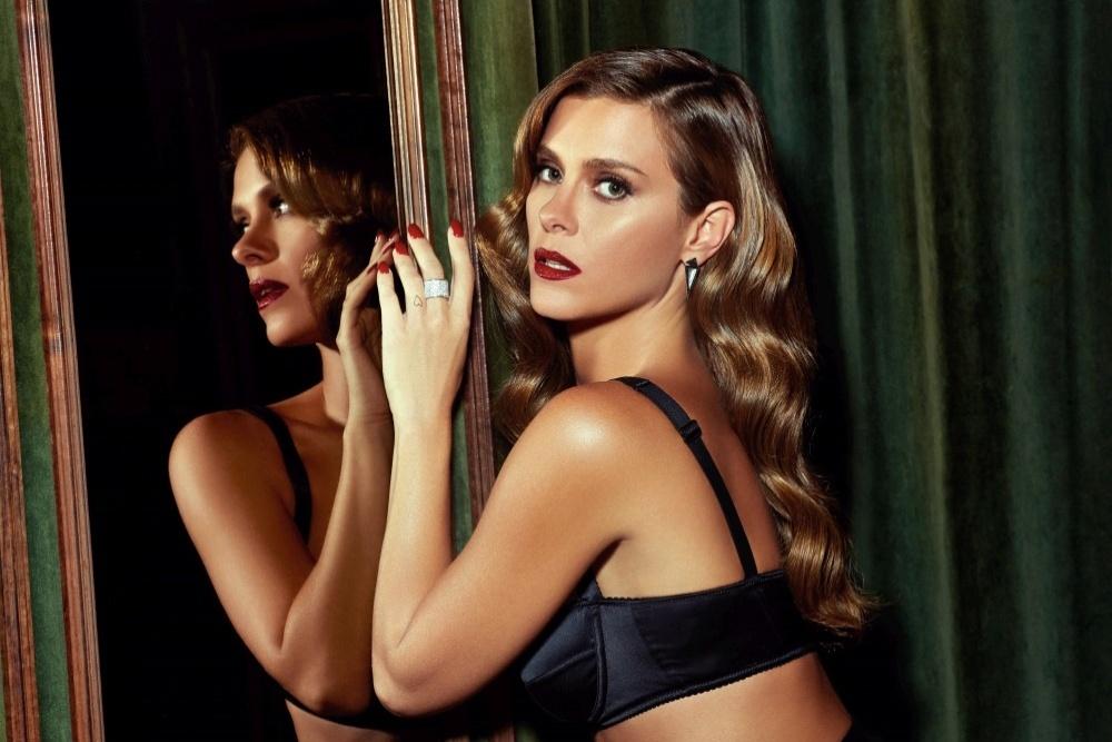 1.jul.2015 - Atriz Carolina Dieckmann posa de lingerie para Revista GQ