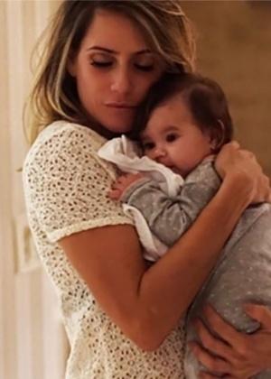Deborah Secco conta que sua irmã deverá amamentar a filha, Maria Flor