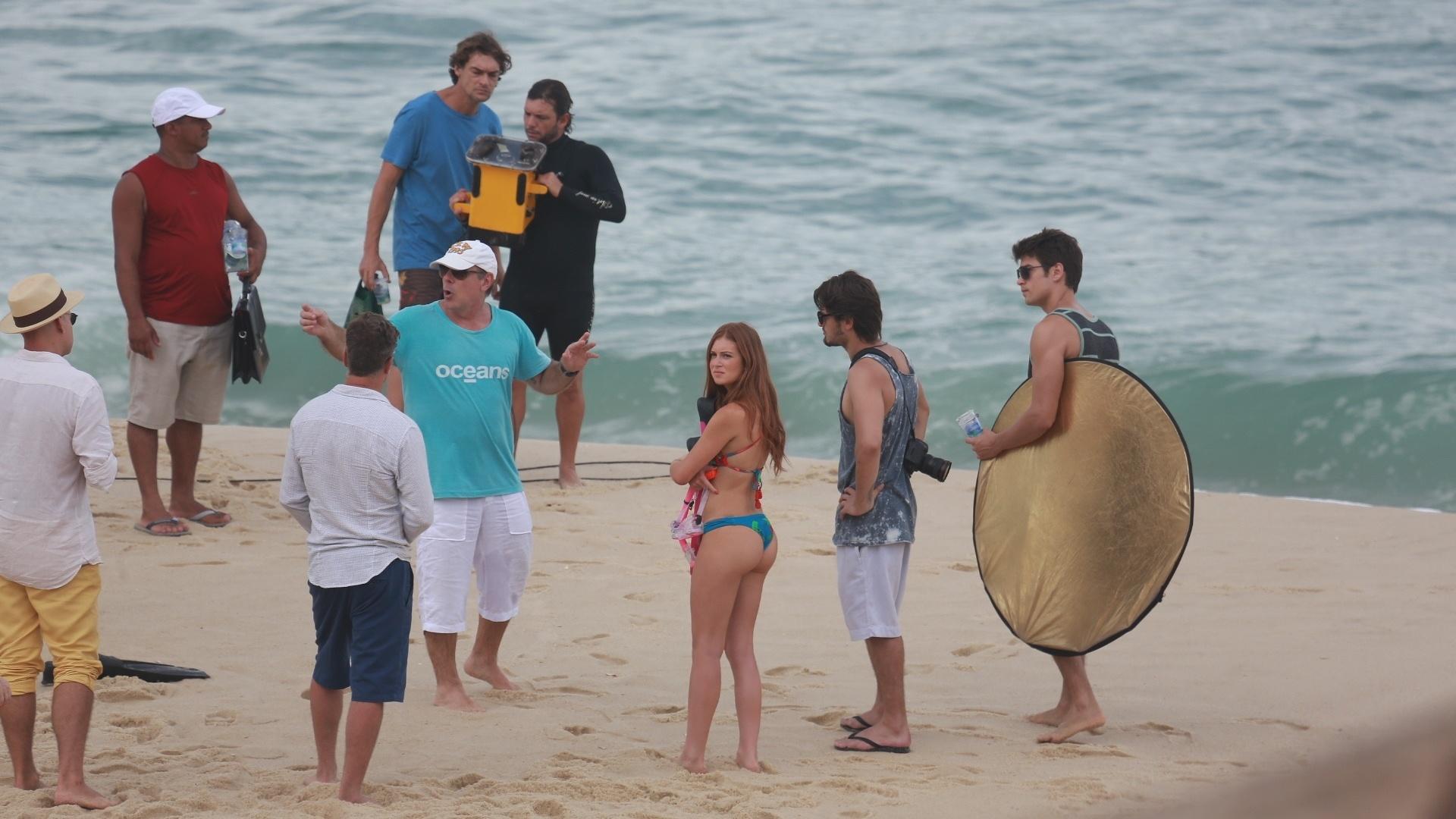 17.fev.2016 - Marina Ruy Barbosa foi clicada de biquíni pelo paparazzo enquanto gravava cenas da novela