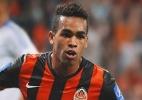 Alex Teixeira assinará com time chinês por R$ 197 mi, diz jornal