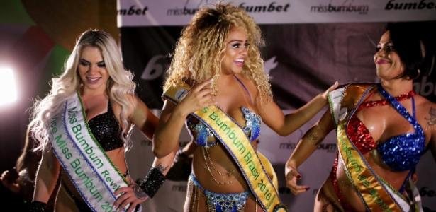 Érika Canela (ao centro), da Bahia, superou 15 candidatas que disputavam o Miss Bumbum 2016