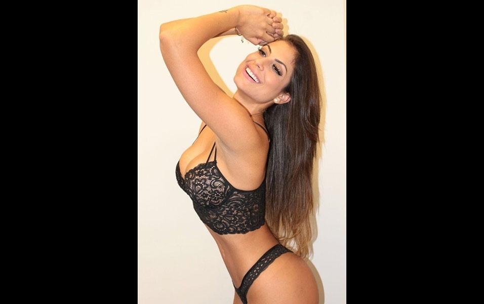 22.abr.2016 - A panicat Mari Gonzalez, que está lançando uma linha de lingerie, fez um ensaio exibindo as peças da coleção