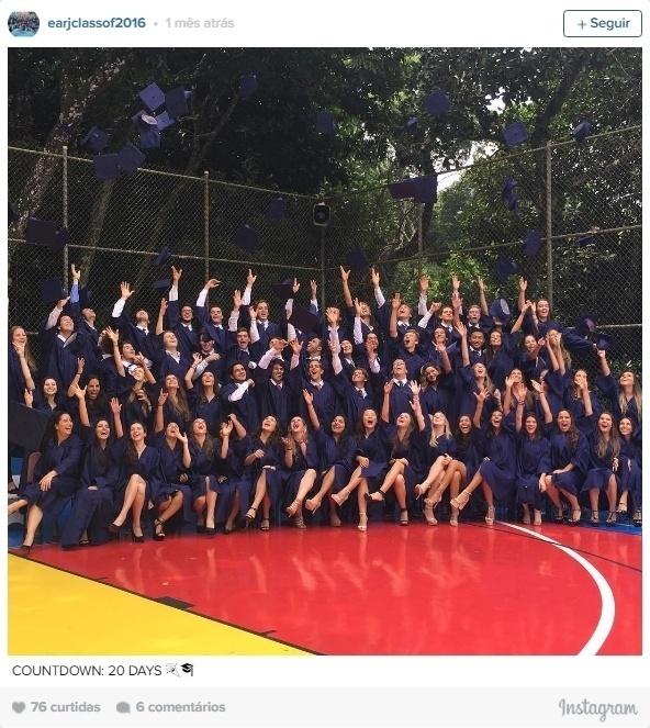 17.mai.2016 - Sasha aparece em foto com a turma na formatura da Escola Americana do Rio de Janeiro. Na imagem, a filha de Xuxa é a 6ª garota da 2ª fileira, da direita para a esquerda