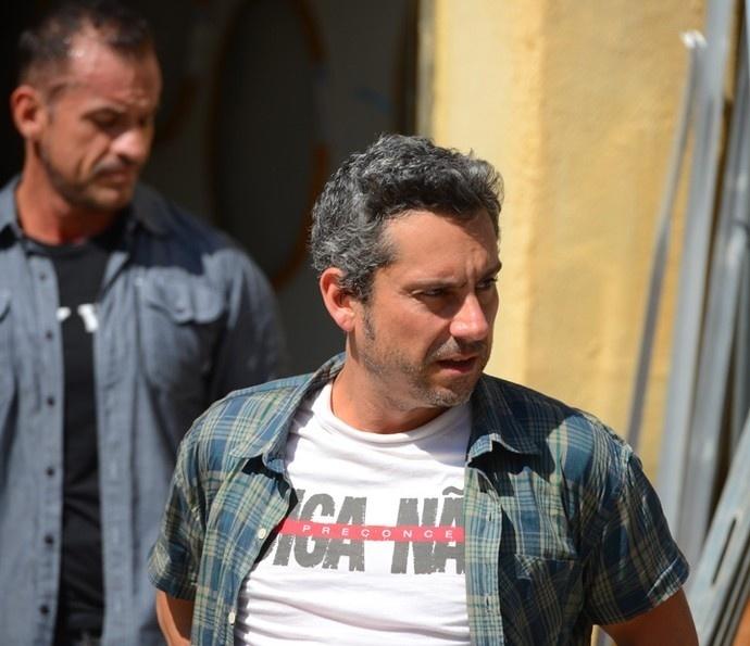 Romero é sequestrado pelos capangas da facção a mando de Gibson