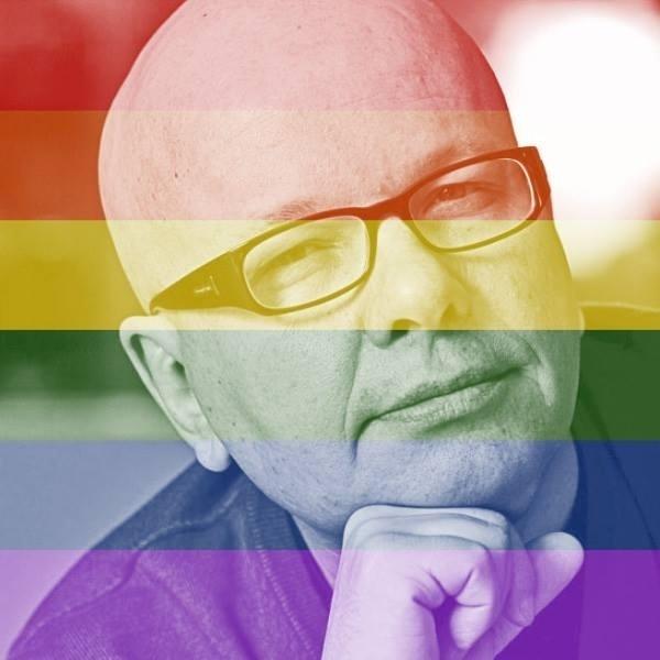 26.jun.2015- O apresentador Marcelo Tas, pai do transexual Luc, comemora a decisão da Suprema Corte dos Estados Unidos com a mudança em sua foto do Facebook
