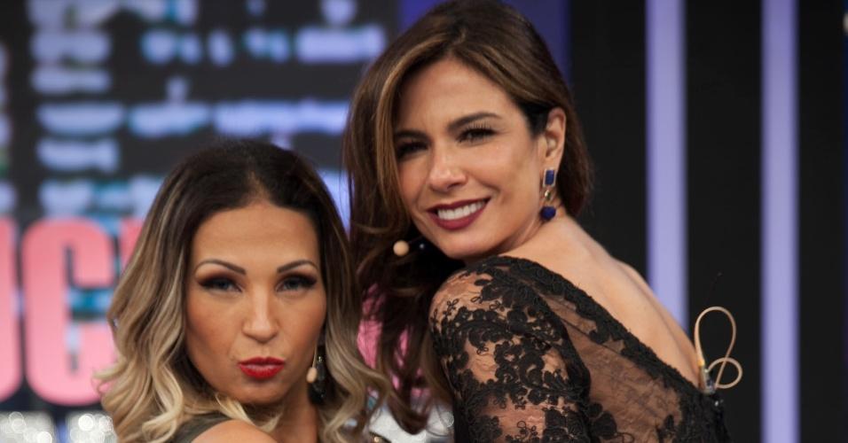 1.set.2015 - Valesca Popozuda é entrevistada por Luciana Gimenez no