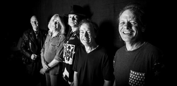 5.mai.2016 - AC/DC em sua primeira foto oficial com Axl Rose. O vocalista do Guns N' Roses vai substituir Brian Johnson nos últimos shows da turnê da banda na Europa