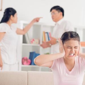 Brigas fazem a criança sentir que tem de tomar partido do pai ou da mãe